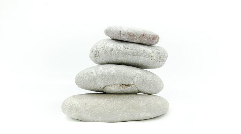 sten stablet ovenpå hinanden