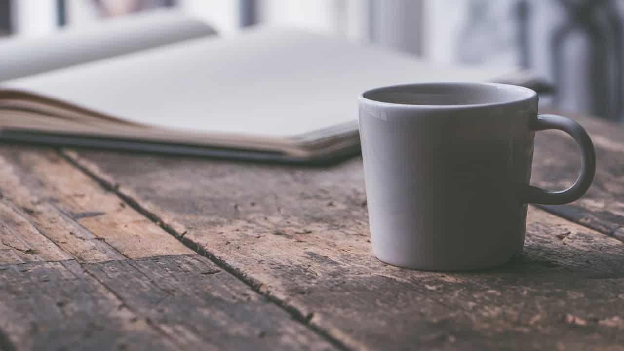 kaffekop på bord