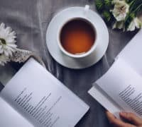 kaffe og læsning