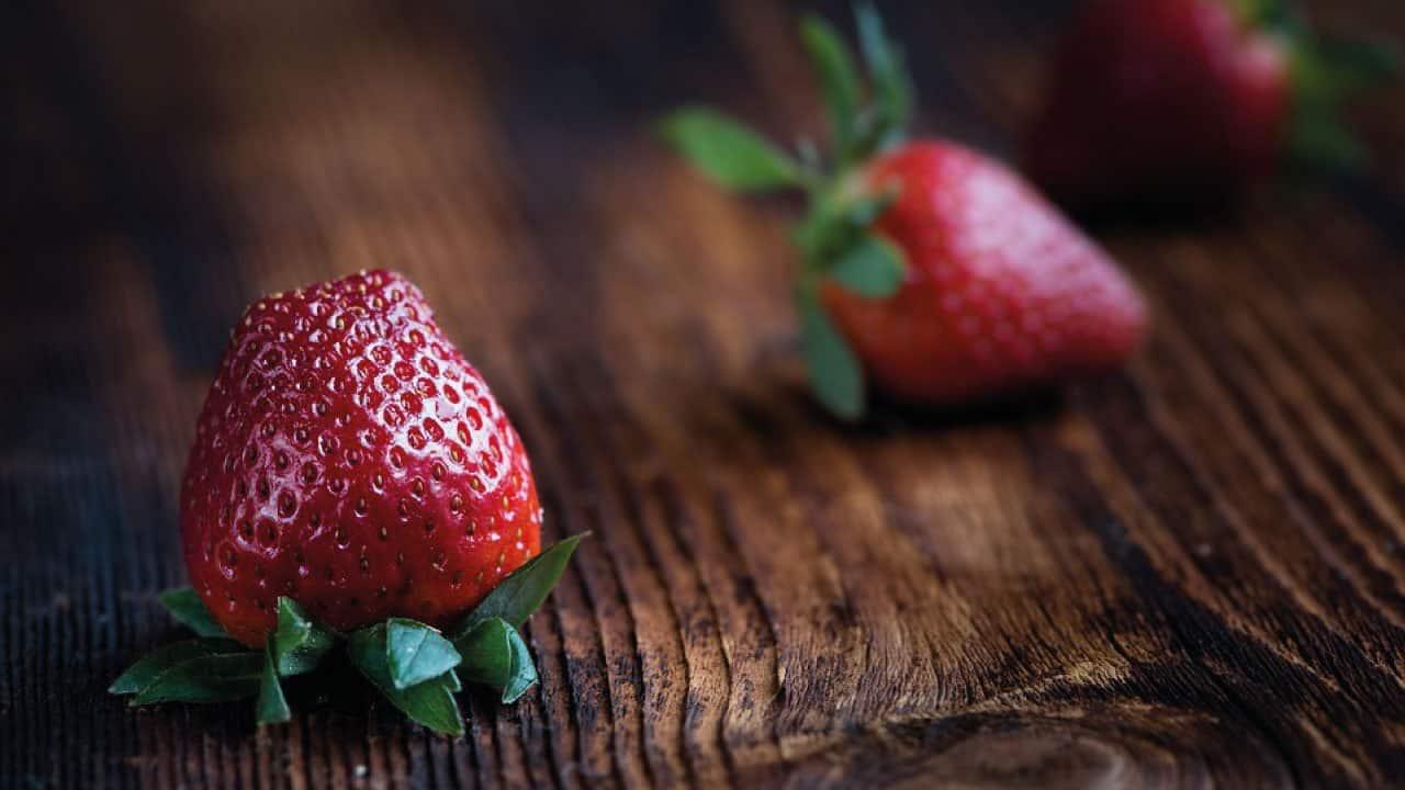 jordbær på et bræt