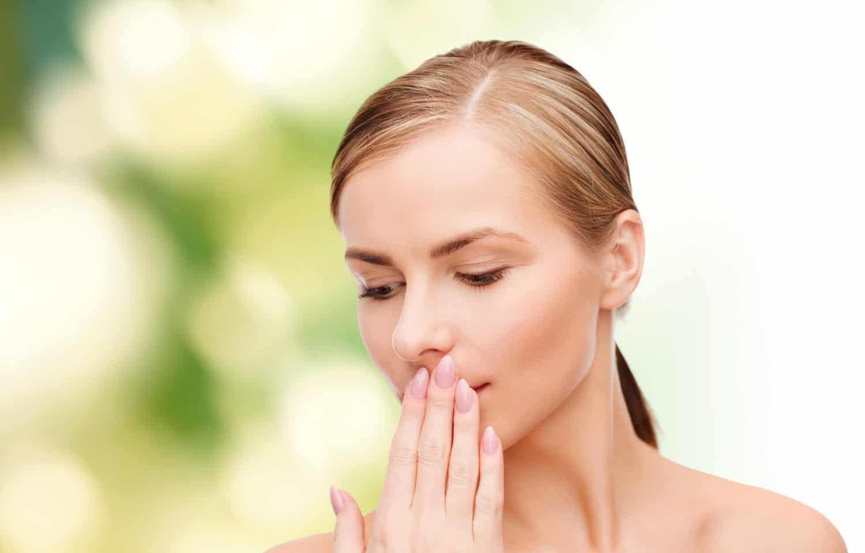 Kvinde med dårlig ånde
