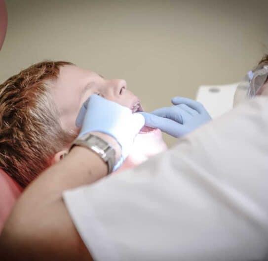 Hvorfor får man huller i tænderne